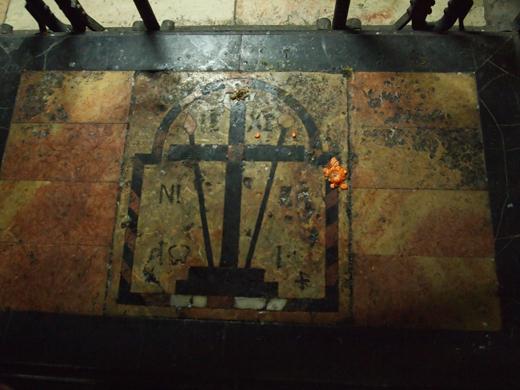 на этой плите хранился крест Христа